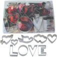 画像1: 在庫処分セール品/クッキー型セット LOVE文字&ハート 9種類 透明ケース入  (1)